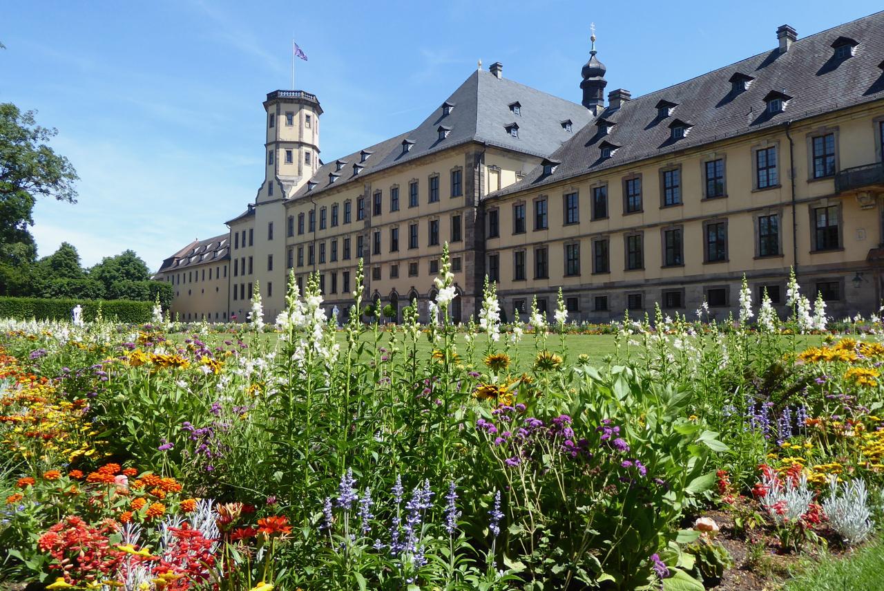 Fulda, Stadtschloss, Blumenpracht im Schlosspark